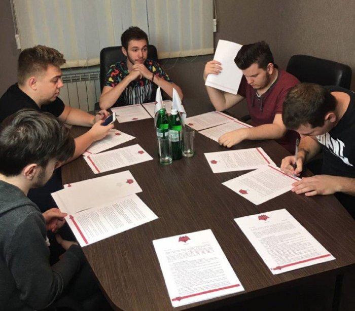 Игроки HellRaisers подписали новые контракты